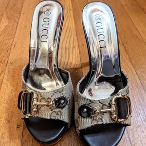 Monogram GUCCI open toe and heel pumps